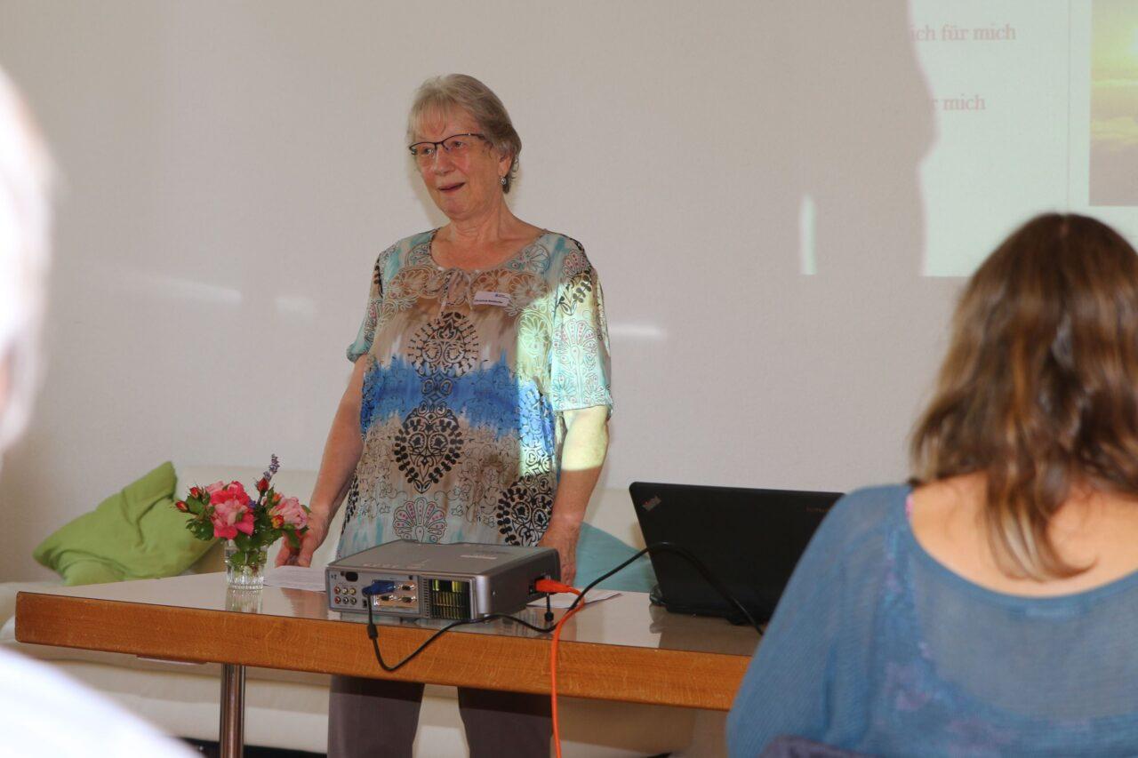 Christine Bütikofer beim Referat